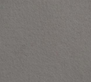 Letter V van vilt in grijs - Mevrouw Hendrik naamslinger vilt