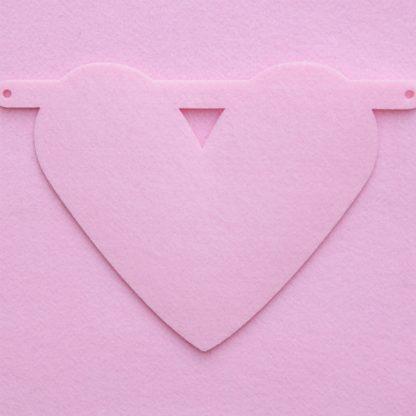 vilten hartje in roze voor naamslinger van mevrouw hendrik