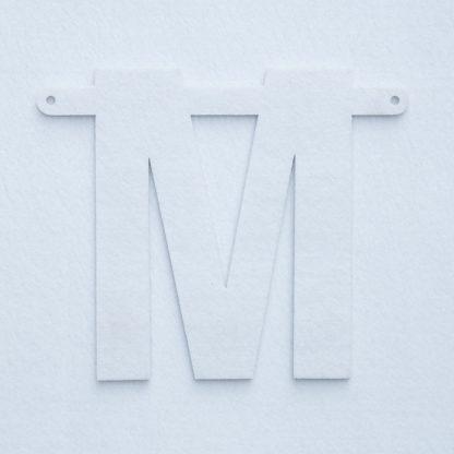 vilten letter M voor naamslinger van Mevrouw Hendrik