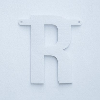 vilten letter R voor naamslinger van Mevrouw Hendrik