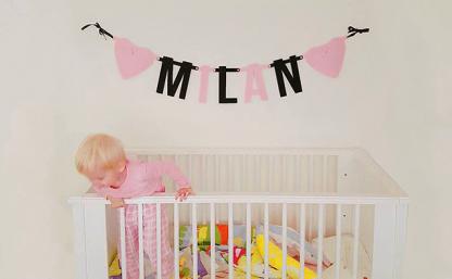 Gepersonaliseerde Vilten Naamslinger Baby Milan - Mevrouw Hendrik