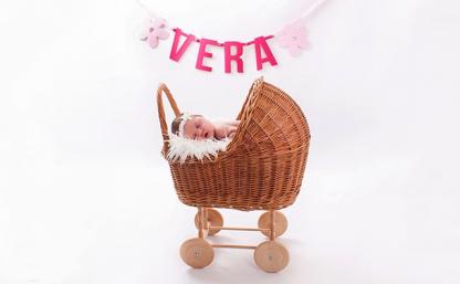 Gepersonaliseerde Vilten Naamslinger Baby Vera - Mevrouw Hendrik