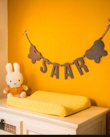 Vilten letterslinger voor baby Saar van Mevrouw Hendrik