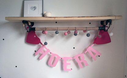 Roze hoera verjaardagsslinger van vilt - Mevrouw Hendrik