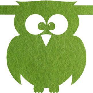 vilten uil in groen voor naamslinger van Mevrouw Hendrik