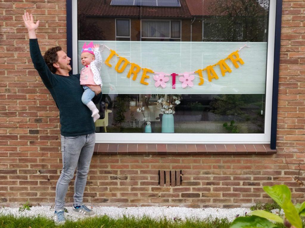 Vilten verjaardagsslinger met naam voor de eerste verjaardag van je baby