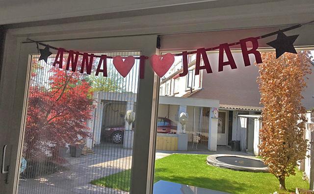 Anna 1 jaar, vilten slinger voor eerste verjaardag - Mevrouw Hendrik