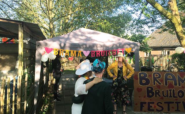 Gepersonaliseerde vilten slinger voor bruiloft brama