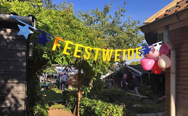 Vilten slinger met tekst feestweide voor festival bruiloft