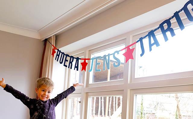 Vilten verjaardagsslinger met naam voor Rens van Mevrouw Hendrik