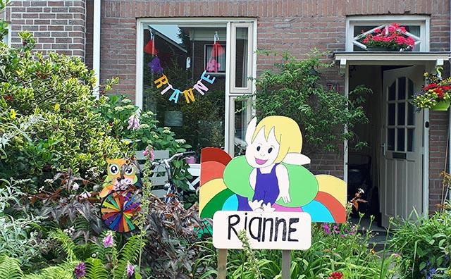 Vilten naamslinger voor baby Rianne - Geboorteslinger Mevrouw Hendrik