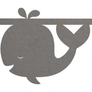Vilten walvis in grijs voor aan je naamslinger van Mevrouw Hendrik