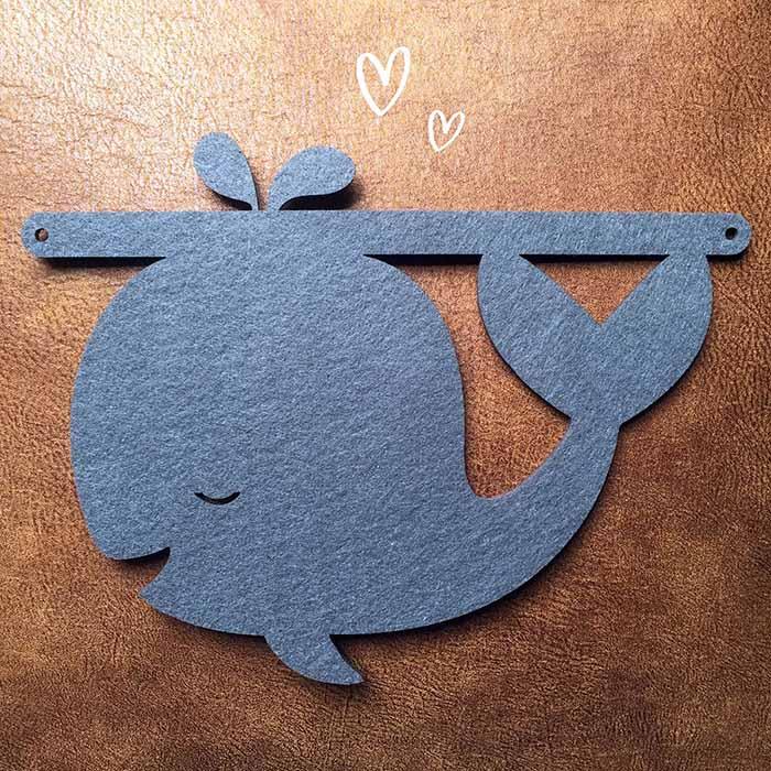 Vilten walvis voor aan naamslinger baby