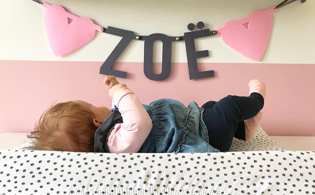Vilten naamslinger voor baby meisje Zoë