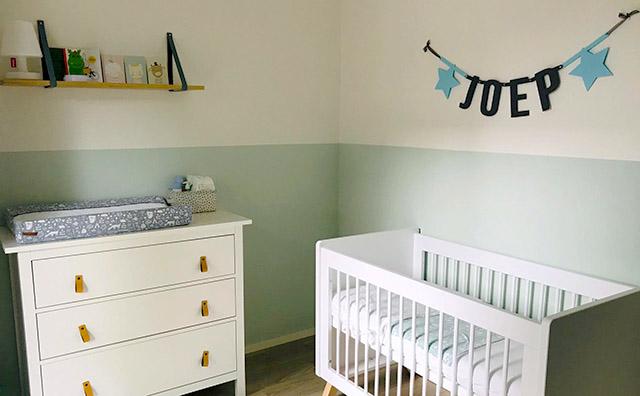 Een vilten naamslinger als catchy blikvanger in je babykamer? Je kunt hem helemaal aanpassen naar de stijl en kleuren van het kamertje