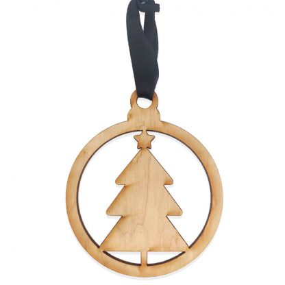 Houten kersthanger met kerstboom gemaakt met lasersnijder door Mevrouw Hendrik