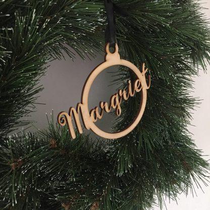 Gepersonaliseerde houten kersthanger met naam Margriet - houten kerstbal van Mevrouw Hendrik