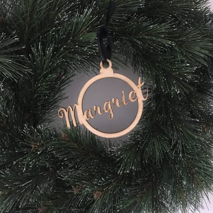 Gepersonaliseerde houten kersthanger met naam van je kind - houten kerstbal van Mevrouw Hendrik