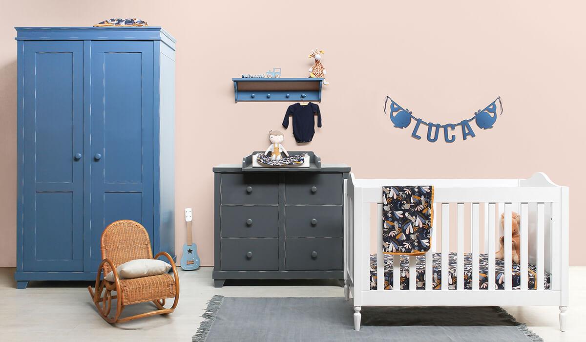 Vilten naamslinger van Mevrouw Hendrik in babykamer van Bopita