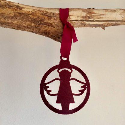 Vilten kersthanger met engel in wijnrood of bordeaux rood van het merk Mevrouw Hendrik