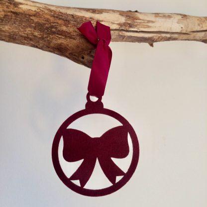 Vilten kersthanger met strik (bow) in wijnrood of bordeaux rood van het merk Mevrouw Hendrik