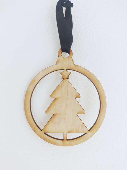 Houten kersthanger gelaserd in diverse figuren zoals deze kerstboom - Mevrouw Hendrik