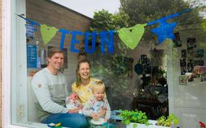 Naamslinger-Teun-raamvisite-geboorteaankondiging-Mevrouw Hendrik